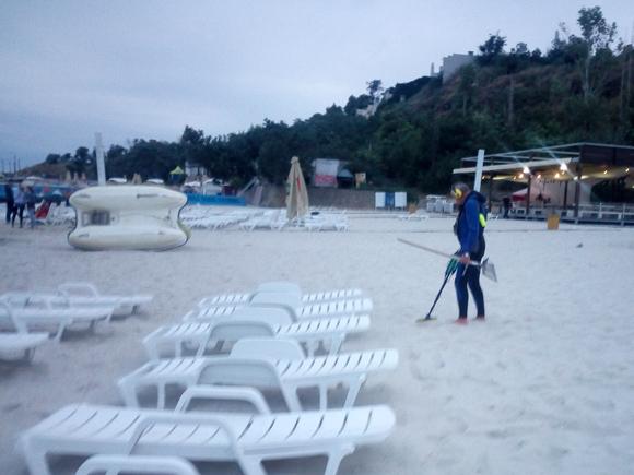 Кладоискатель на пляже